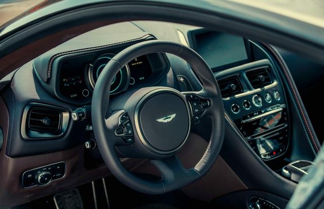 Aston Martin DB11 vừa về Việt Nam sở hữu lớp sơn siêu độc cần nghệ nhân giàu kinh nghiệm chế tác - Ảnh 8.