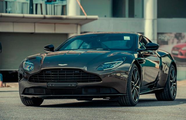 Aston Martin DB11 vừa về Việt Nam sở hữu lớp sơn siêu độc cần nghệ nhân giàu kinh nghiệm chế tác - Ảnh 1.