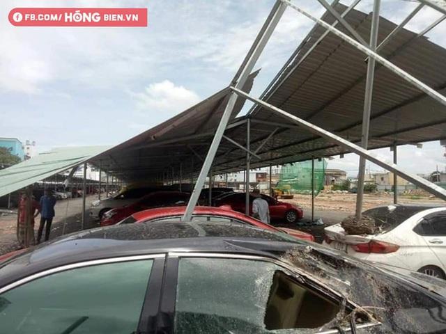 Hình ảnh xe hơi vỡ toác kính, hư hỏng sau trận gió cực lớn ở Sài Gòn được chia sẻ - Ảnh 2.