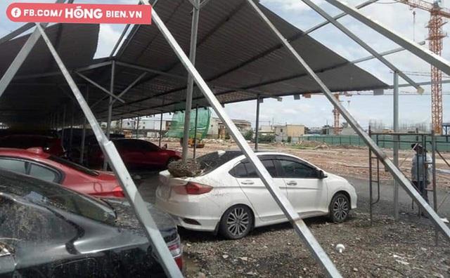Hình ảnh xe hơi vỡ toác kính, hư hỏng sau trận gió cực lớn ở Sài Gòn được chia sẻ - Ảnh 1.