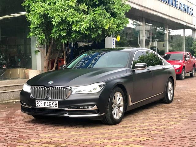 Độ full ngoại thất đen nhám, BMW 7-series 2 năm tuổi bán lại giá hơn 3 tỷ đồng - Ảnh 5.