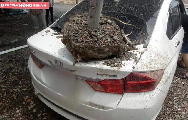 Hình ảnh xe hơi vỡ toác kính, hư hỏng sau trận gió cực lớn ở Sài Gòn được chia sẻ - Ảnh 3.