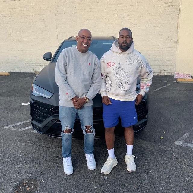 Chơi như rapper Kanye West: Tặng hẳn Lamborghini Urus cho quản lý cũ - Ảnh 1.