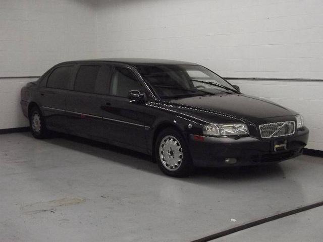 Limousine Volvo S80 đời 2001 từng tháp tùng nhân viên ngoại giao Thụy Điển đăng bán giá chưa tới 4.000 USD - Ảnh 1.