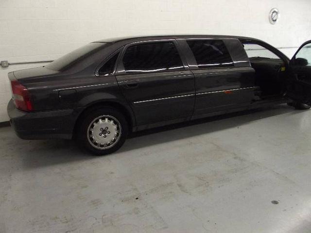 Limousine Volvo S80 đời 2001 từng tháp tùng nhân viên ngoại giao Thụy Điển đăng bán giá chưa tới 4.000 USD - Ảnh 2.