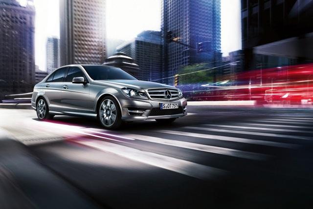 C-Class, E-Class gian lận khí thải, hãng mẹ Mercedes trước nguy cơ nộp phạt 1,12 tỷ USD - Ảnh 1.