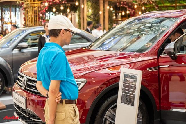Cận tháng cô hồn, người Việt hạn chế mua ô tô để chờ khuyến mãi - Ảnh 1.