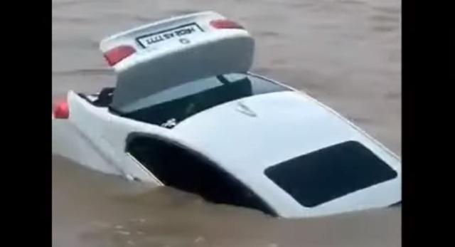 Cậu ấm 18 tuổi vứt BMW 3-Series mới tinh xuống sông vì muốn được tặng xe Jaguar làm quà sinh nhật - Ảnh 3.