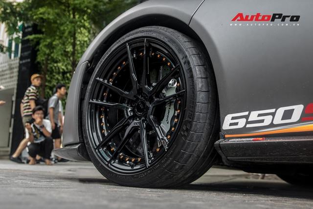 Vừa thay áo mới, McLaren 650S Spider của đại gia Bến Tre đã lên decal phong cách xe đua nhưng có 2 chi tiết đáng chú ý hơn cả - Ảnh 7.