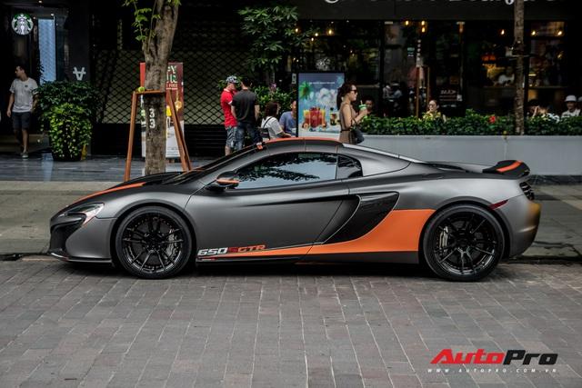 Vừa thay áo mới, McLaren 650S Spider của đại gia Bến Tre đã lên decal phong cách xe đua nhưng có 2 chi tiết đáng chú ý hơn cả - Ảnh 2.