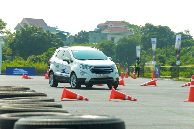 Ford đưa dàn SUV, bán tải đi khắp Việt Nam - Tham vọng tăng doanh số xe gầm cao - Ảnh 4.