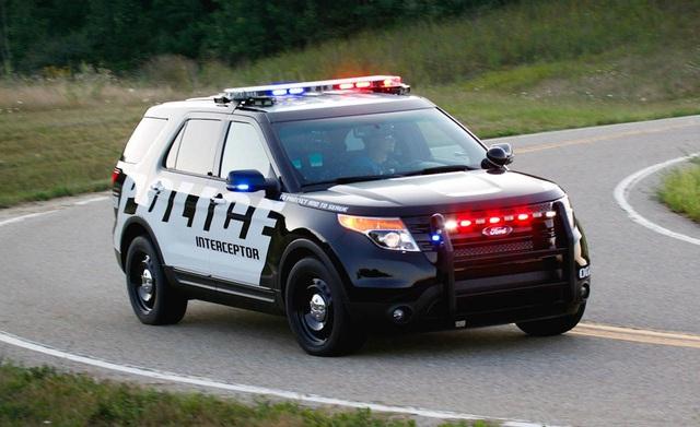 Dùng Ford Explorer, cảnh sát Mỹ... suýt chết ngạt - Ảnh 1.