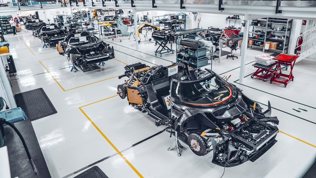 Nhà thiết kế Bugatti Chiron chuyển hướng, đầu quân cho Koenigsegg - Ảnh 3.
