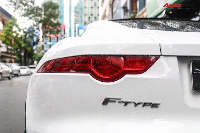 Jaguar F-Type trắng muốt của dân chơi Sài Gòn xuống đường, biển số là chi tiết gây tiếc nuối - Ảnh 9.