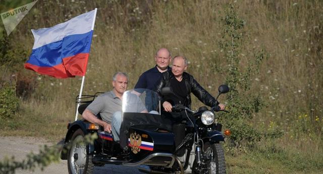 Dân Nga đòi Tổng thống Putin nộp phạt vì vi phạm luật giao thông - Ảnh 1.