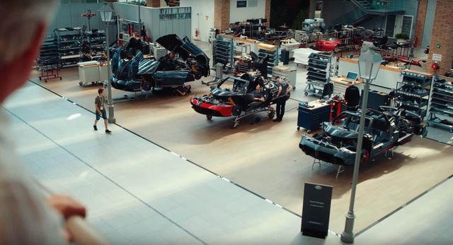 Quảng cáo Huayra Roadster BC, Pagani 'xát muối' vào lòng đại gia mê siêu xe