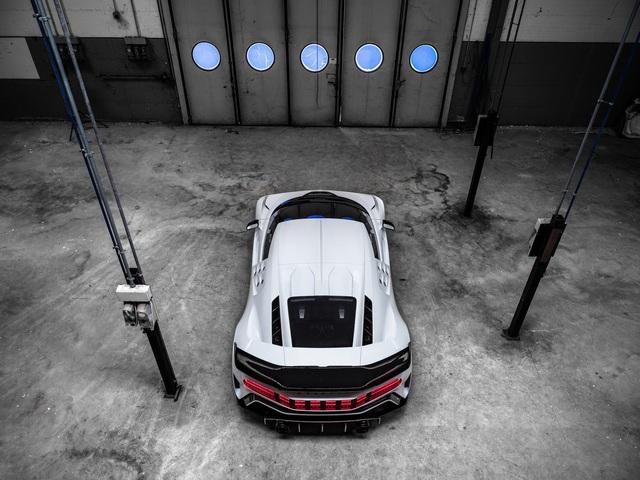 Bugatti Centodieci chính thức trình diện với giá cắt cổ - Ảnh 5.