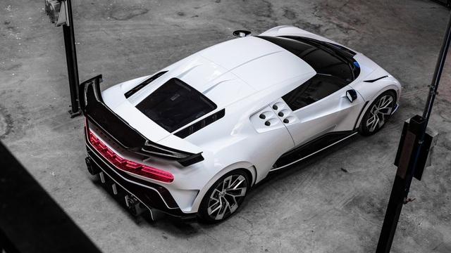 Bugatti Centodieci chính thức trình diện với giá 'cắt cổ'
