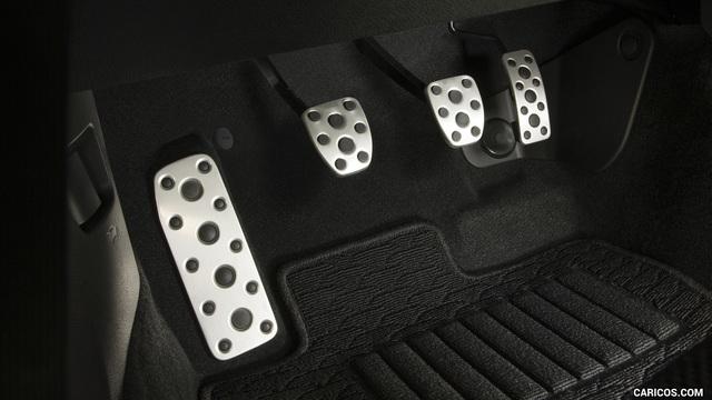 Đây là giải pháp gây tranh cãi của Toyota cho việc đạp nhầm chân phanh và ga - Ảnh 1.