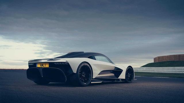 Cap doi sieu pham moi Aston Martin Valkyrie va Valhalla ti thi tren duong dua