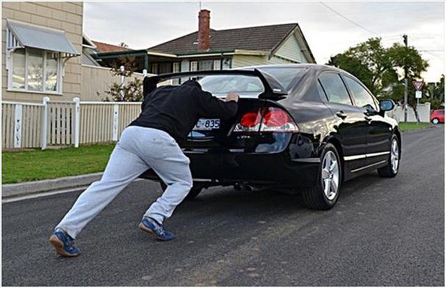 Nguyên nhân và cách xử lý xe ô tô bị chết máy giữa đường - Ảnh 3.