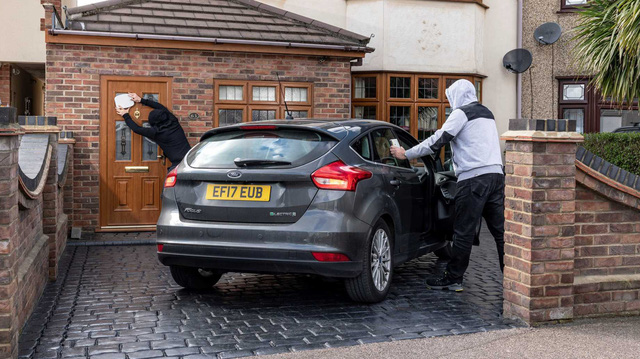 Thử phá khoá loạt xe Mercedes, BMW, Audi: Chưa tới 1 phút đã trộm được xe