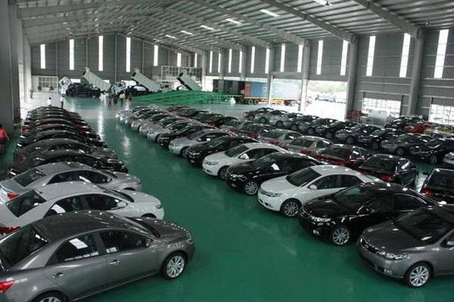 Nhập khẩu ô tô tăng cao chưa từng thấy, gần 2 tỷ USD sau 7 tháng - Ảnh 1.