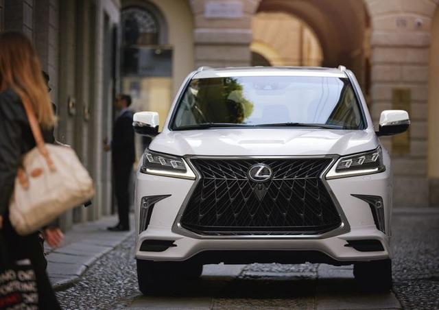 Lexus nâng cấp nhẹ LX570 bằng gói trang bị mới - Ảnh 1.
