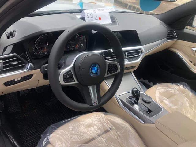 BMW 3-Series 2019 lộ diện ở đại lý, người mua chưa nhận xe đã đặt gói độ hàng trăm triệu đồng - Ảnh 4.