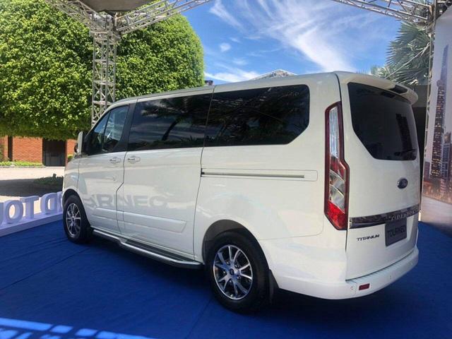 Lộ thông số kỹ thuật 2 phiên bản Ford Tourneo tại Việt Nam, chênh lệch 200 triệu đồng - Ảnh 2.