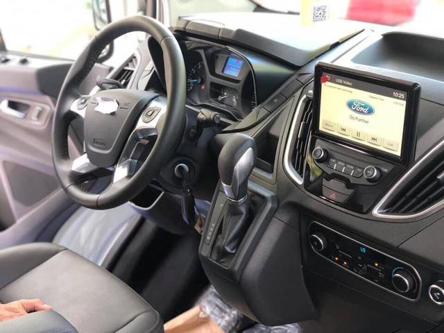 Lộ thông số kỹ thuật 2 phiên bản Ford Tourneo tại Việt Nam, chênh lệch 200 triệu đồng - Ảnh 3.