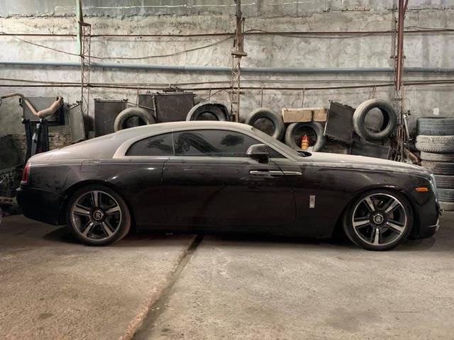 Đại gia Việt 'bỏ rơi' Rolls-Royce Wraith 2 tông màu hiếm đến nỗi phủ bụi, dân mạng xót xa - Ảnh 1.