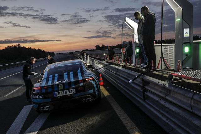 Porsche Taycan sắp về Việt Nam thử sạc nhanh: Chạy gần 3.500 km trong 24 giờ - Ảnh 3.