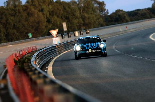 Porsche Taycan sắp về Việt Nam thử sạc nhanh: Chạy gần 3.500 km trong 24 giờ - Ảnh 4.