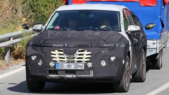 Hyundai Tucson đời mới lần đầu lộ diện trên đường phố - Ảnh 2.