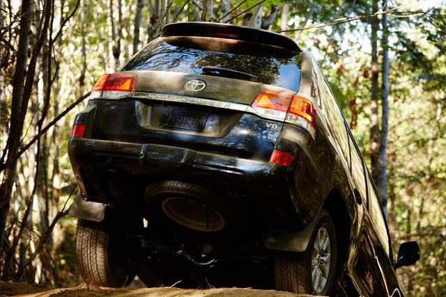 Toyota Land Cruiser trước nguy cơ bị khai tử vì bán kém - Ảnh 1.