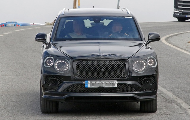 Bentley Bentayga bất ngờ đổi thiết kế theo hướng Flying Spur, chuẩn bị trình làng bản facelift - Ảnh 1.