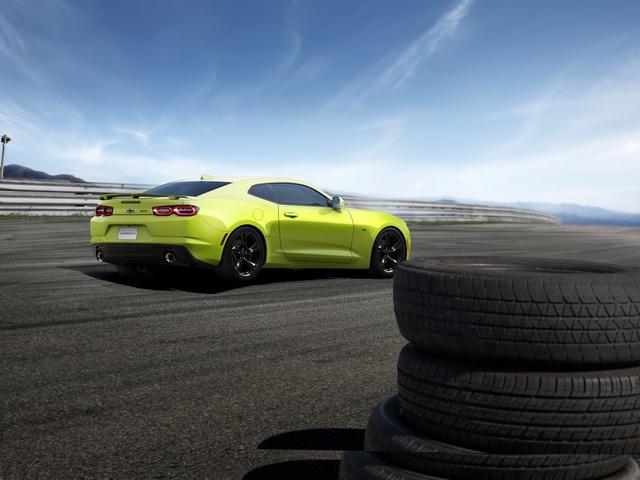 Góc cà khịa cực căng: Chevrolet Camaro trợ giá cao chưa từng thấy cho chủ xe Ford Mustang - Ảnh 1.