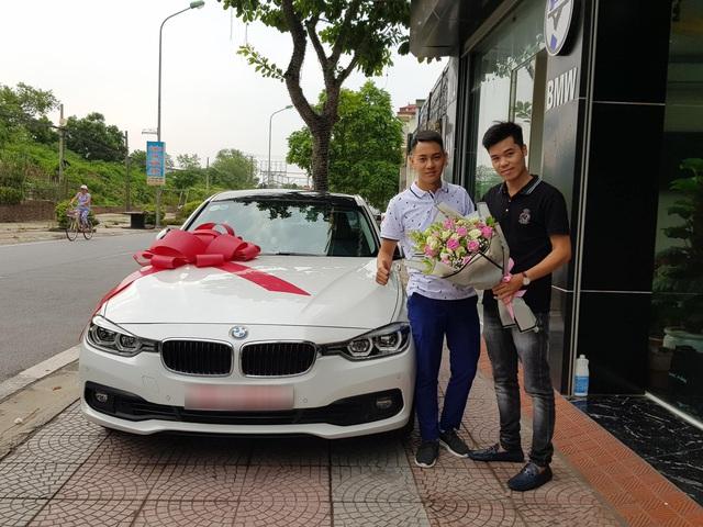 Ông bố sinh năm 1996 tậu xe lướt BMW 320i giá 1,2 tỷ đồng khiến nhiều người trầm trồ - Ảnh 1.