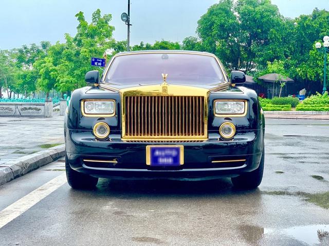 Rolls-Royce Phantom mạ vàng qua sử dụng được bán lại với giá bao nhiêu? - Ảnh 1.