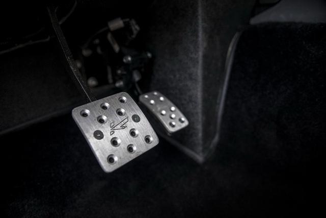 Khám phá bán tải 6 bánh Land Rover Defender Flying Huntsman 6x6 có giá ngang Ferrari 488 GTB - Ảnh 8.