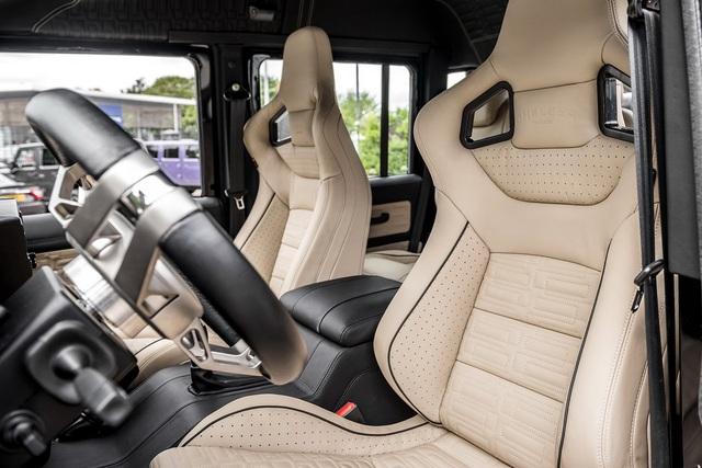 Khám phá bán tải 6 bánh Land Rover Defender Flying Huntsman 6x6 có giá ngang Ferrari 488 GTB - Ảnh 7.
