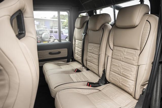 Khám phá bán tải 6 bánh Land Rover Defender Flying Huntsman 6x6 có giá ngang Ferrari 488 GTB - Ảnh 6.