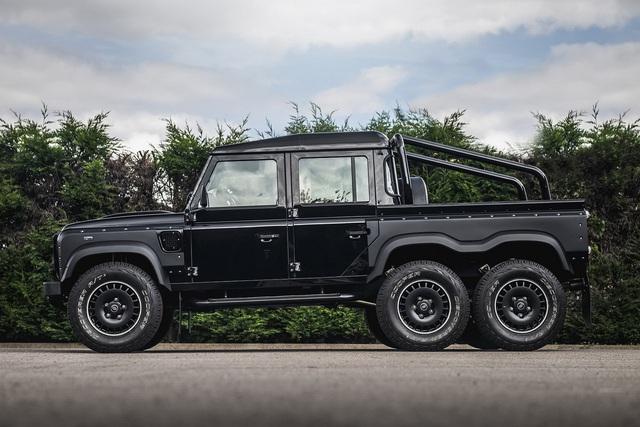 Khám phá bán tải 6 bánh Land Rover Defender Flying Huntsman 6x6 có giá ngang Ferrari 488 GTB - Ảnh 4.