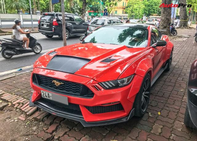 Dân chơi Lào Cai mang Ford Mustang độ phong cách chẳng giống ai tới Hà Nội - Ảnh 4.