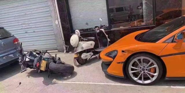 Biker hổ báo đền ốm vì đánh võng thẳng vào... siêu xe McLaren - Ảnh 2.