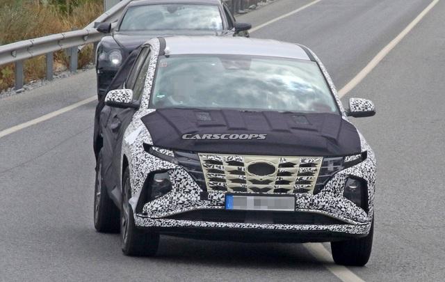 Hyundai Tucson mới tiếp tục lộ mặt: Có chi tiết như xe Mercedes - Ảnh 1.