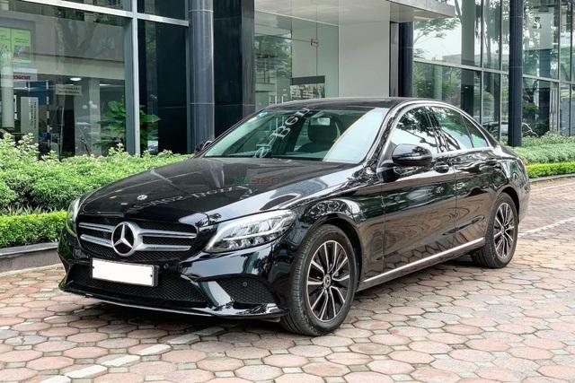 Dọn kho, BMW 320i giảm giá 'kịch khung' 275 triệu đồng: Ngang giá Mercedes-Benz C-Class hàng lướt - Ảnh 2.