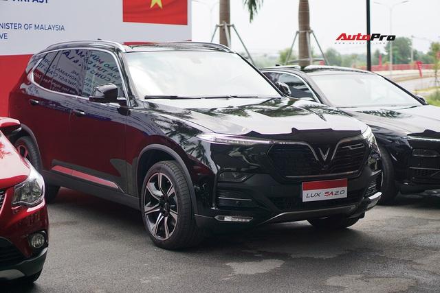 Thủ tướng Malaysia lái thử VinFast Lux SA2.0: Xe đẹp, khoẻ nhưng tiếc chưa được lái với tốc độ cao hơn 100km/h - Ảnh 4.