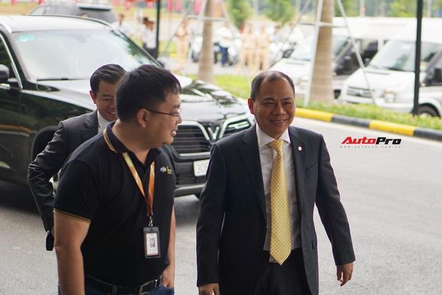 Thủ tướng Malaysia lái thử VinFast Lux SA2.0: Xe đẹp, khoẻ nhưng tiếc chưa được lái với tốc độ cao hơn 100km/h - Ảnh 5.